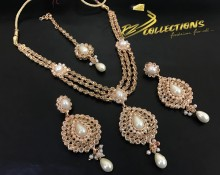TRADITIONAL LOOK POLKIE STONES GOLDEN BASED PEARL NECKLACE SET