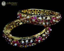 STYLISH GOLDEN BASED PEARL BEATS HYDERABADI BANGLE