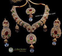TRADITIONAL LOOK POLKIE STONES GOLDEN BASED DECENT LOOK NECKLACE SET