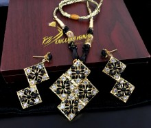 GOLDEN BASED HYDERABADI DESIGN MATCHING DORI PENDANT SET